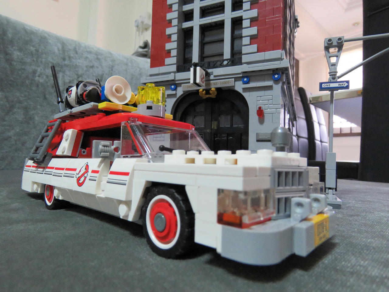 LEGO GHOSTBUSTERS ECTO-1 (2016) by imranbecks