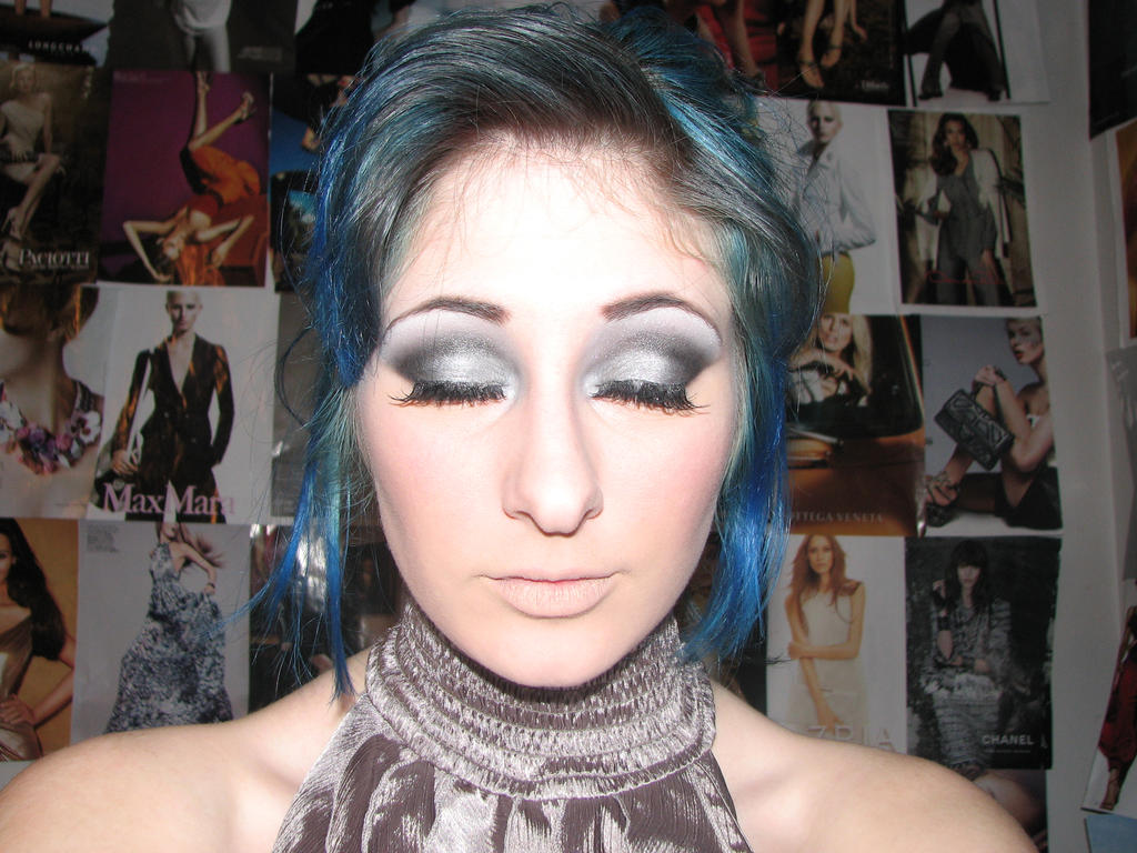 Smokey Silver eyes by XxXTABSXxX