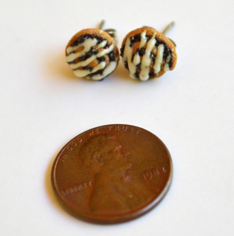 Scented Cinnamon Roll Stud Earrings by yobanda