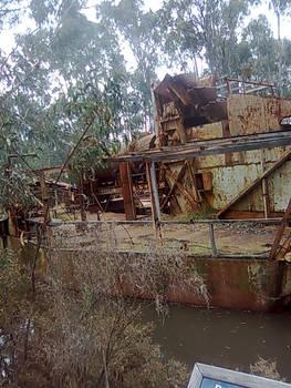 abandonned boat 2