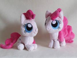 chibi Pinkie Pie by MagnaStorm