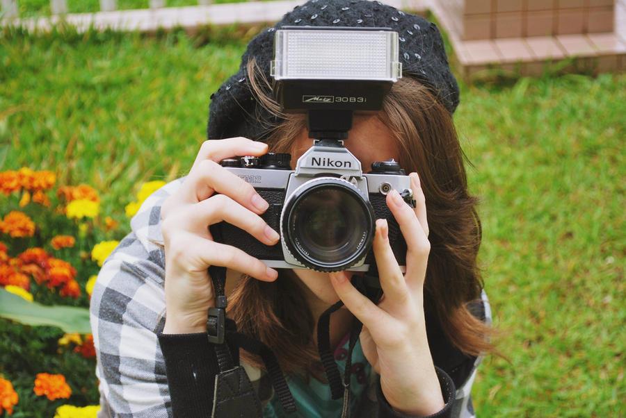 WALLPAPER 5 {Camera Girl} by Dianii14 on DeviantArt