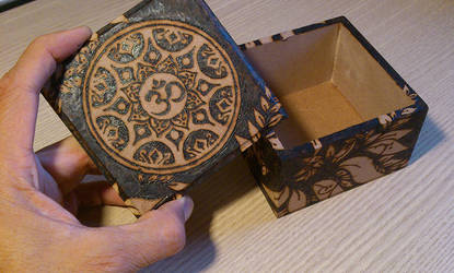 Pyrography Yoga Box + lid (finished) by tiagoianuck