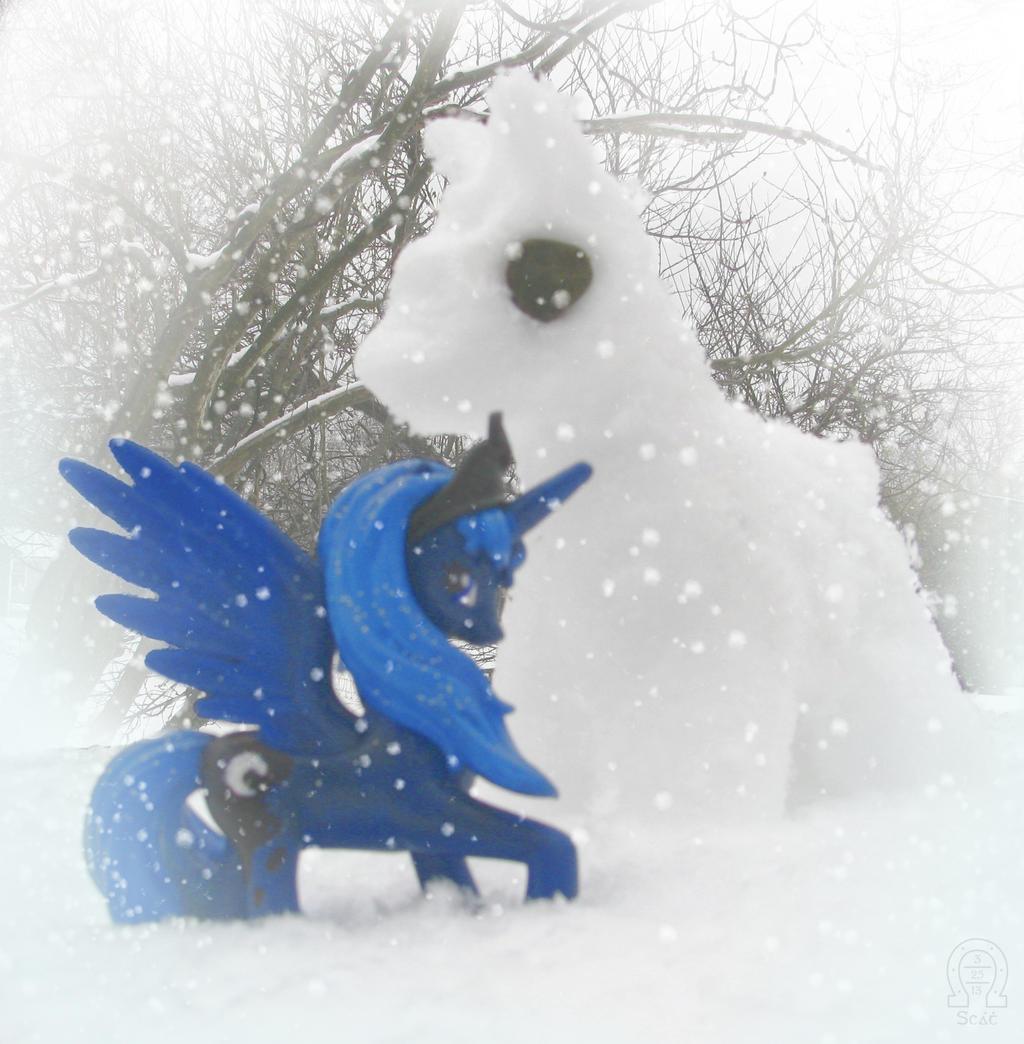 Luna's Snowpony by AnScathMarcach