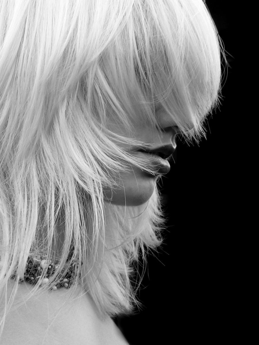 Másik Világ - Page 7 White_Hair_by_littlehippy