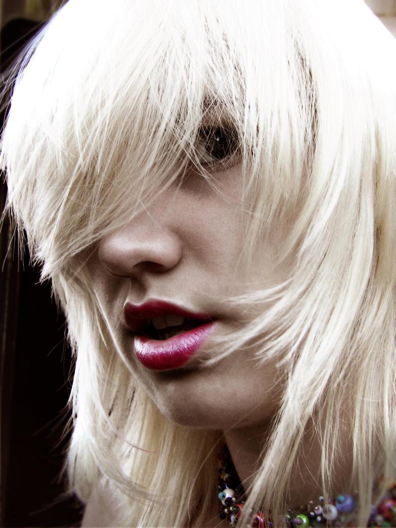 Blonde Girl by littlehippy
