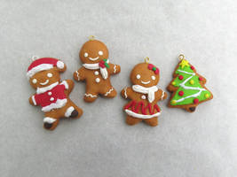 Gingerbread charms by CrazyStalkerLady