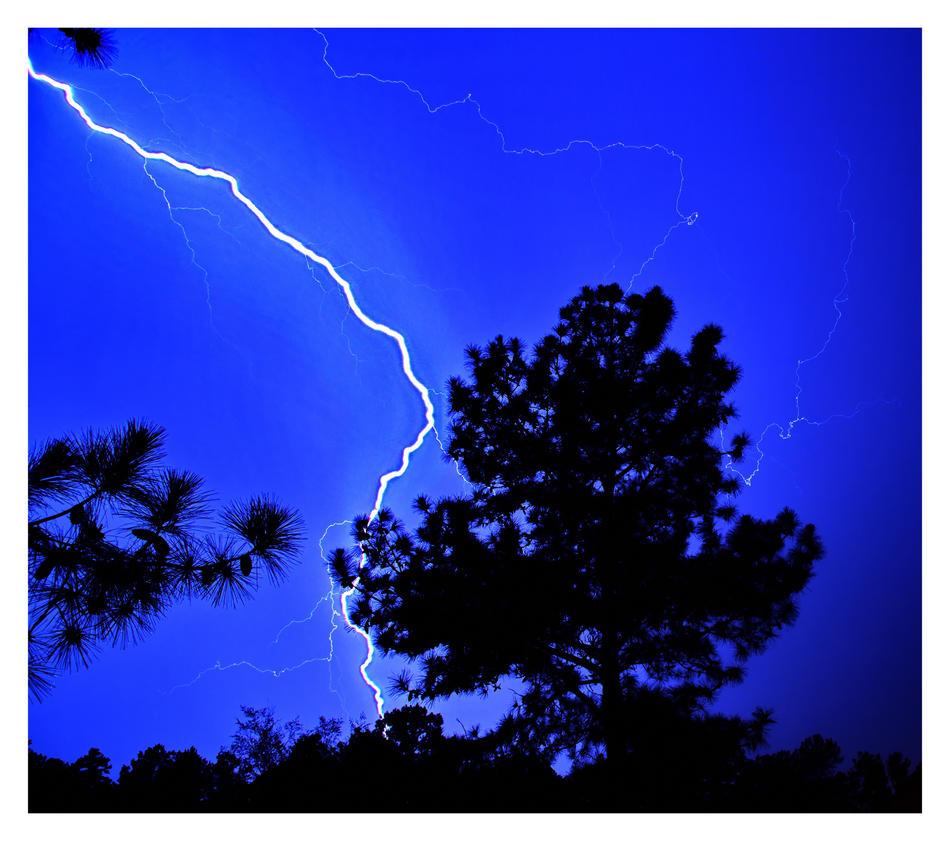 Lightning strikes by evaPM