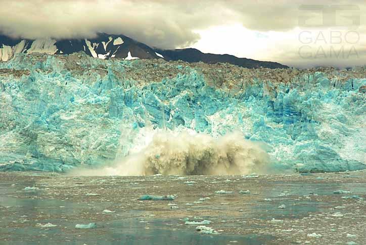 http://fc01.deviantart.net/fs70/f/2011/198/8/f/hubbard_glacier_08_by_gaborcinus-d32fmxr.jpg