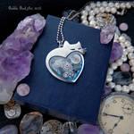 Gradient heart-shaped steampunk pendant