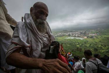 Pilgrims at Trimbak by BaciuC