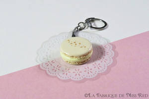 Vanilla macaron keyring by MissRedJewellery