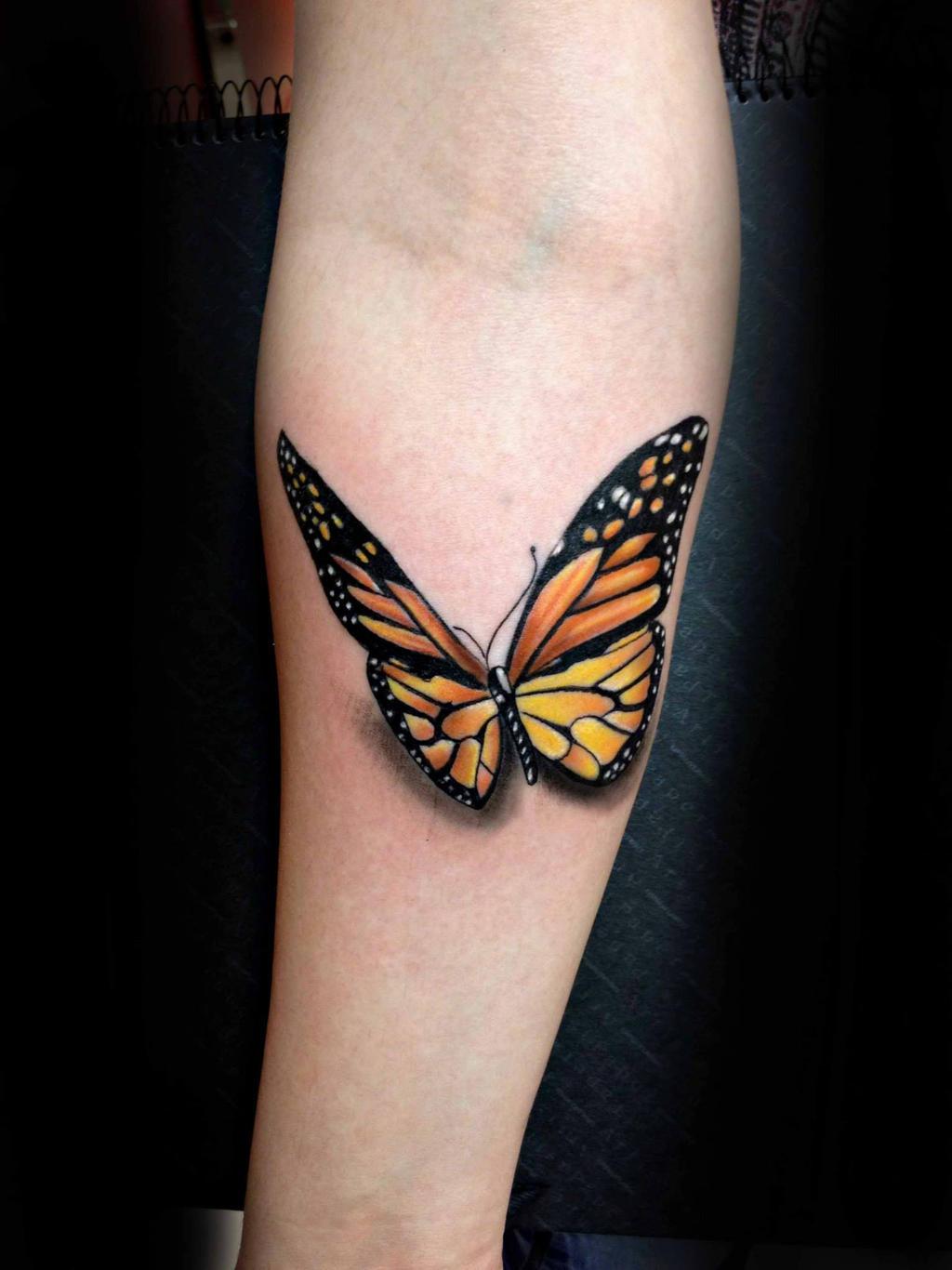 Бабочки на предплечье тату