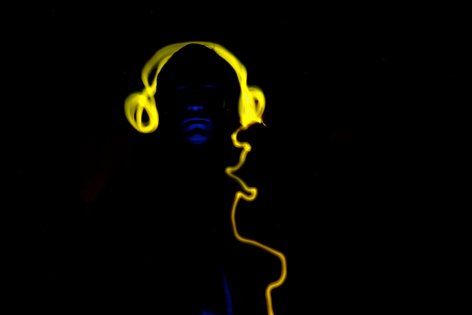 Headphones II by vrupatel