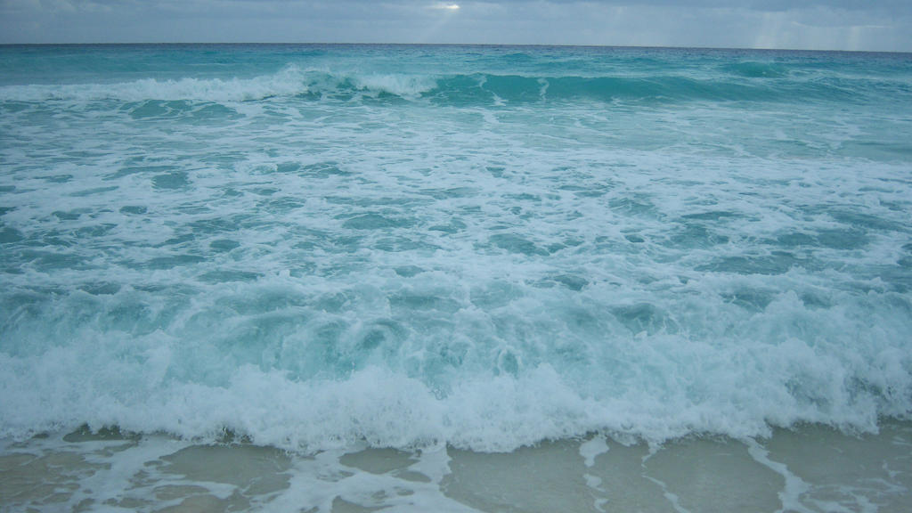 Crashing Waves by antonew