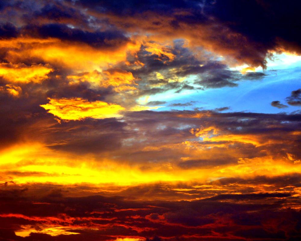 Dramatic Sky 2 by momoclax