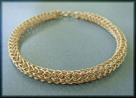 Woven Gold Bracelet, Cose-Up
