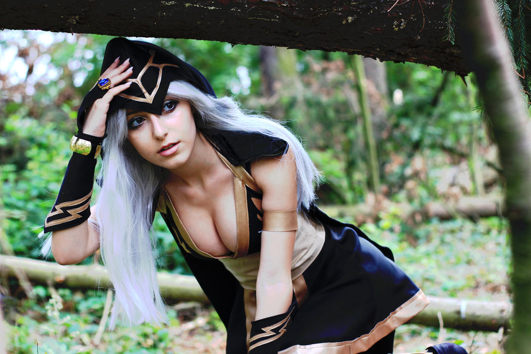 Ashe Cosplay - League of Legends by AnissaBaddourCosplay