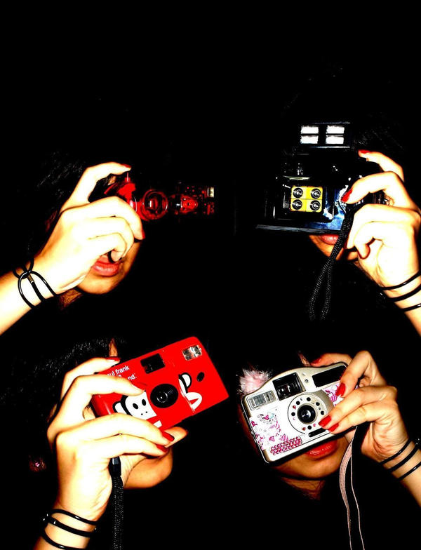 camera and red nail polish by laa laaa - bir foto�raf �ekilebilirmiyiz?
