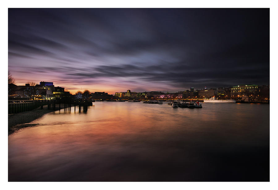Thames twilight by Bartekkw
