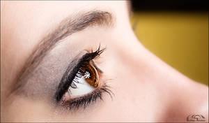 her brown eye