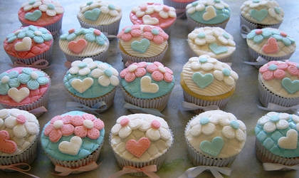 cupcakes flowers and hearts