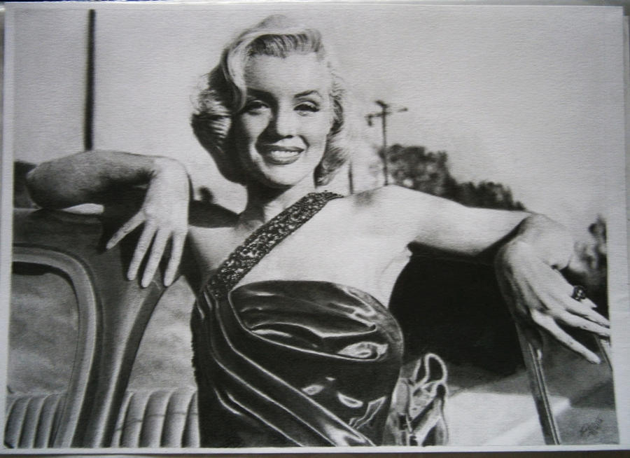 Marilyn Monroe portrait - Drawn by BrunoEpeb