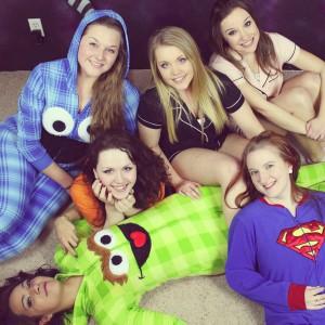 Watch girls play kenzie