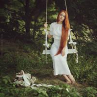 White swing by anyaanti