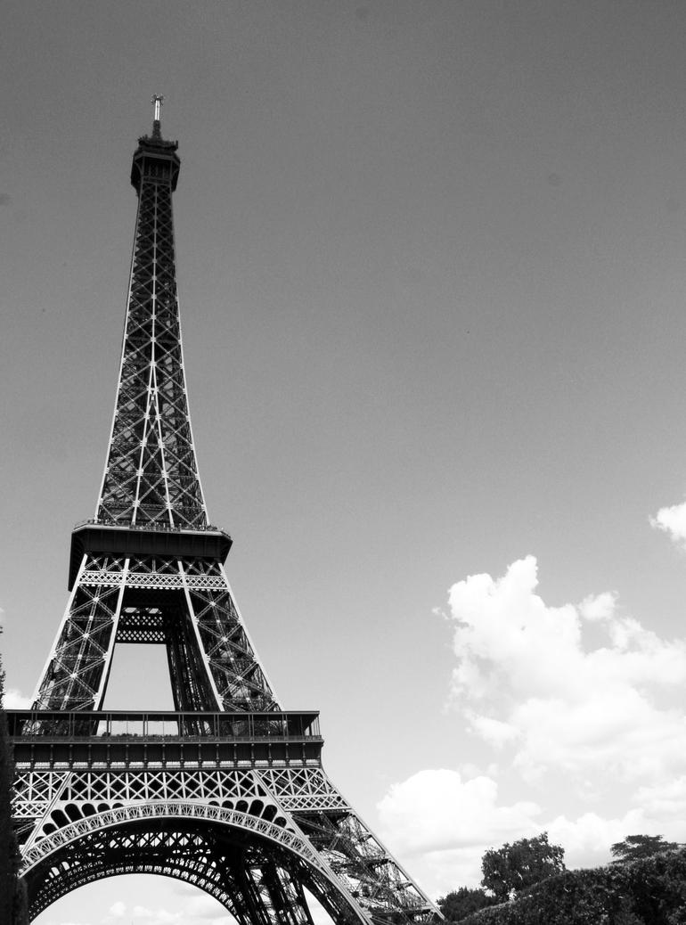 Eiffel tower black and white by pebblebrain22 on deviantart for Eiffel tower wall mural black and white