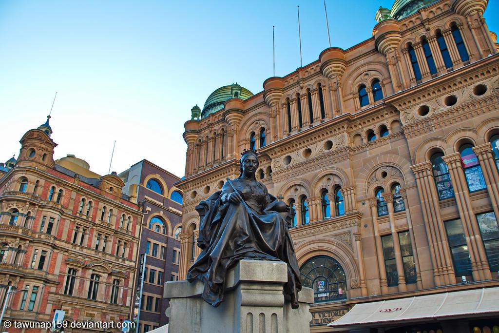 Queen Victoria Statue by tawunap159