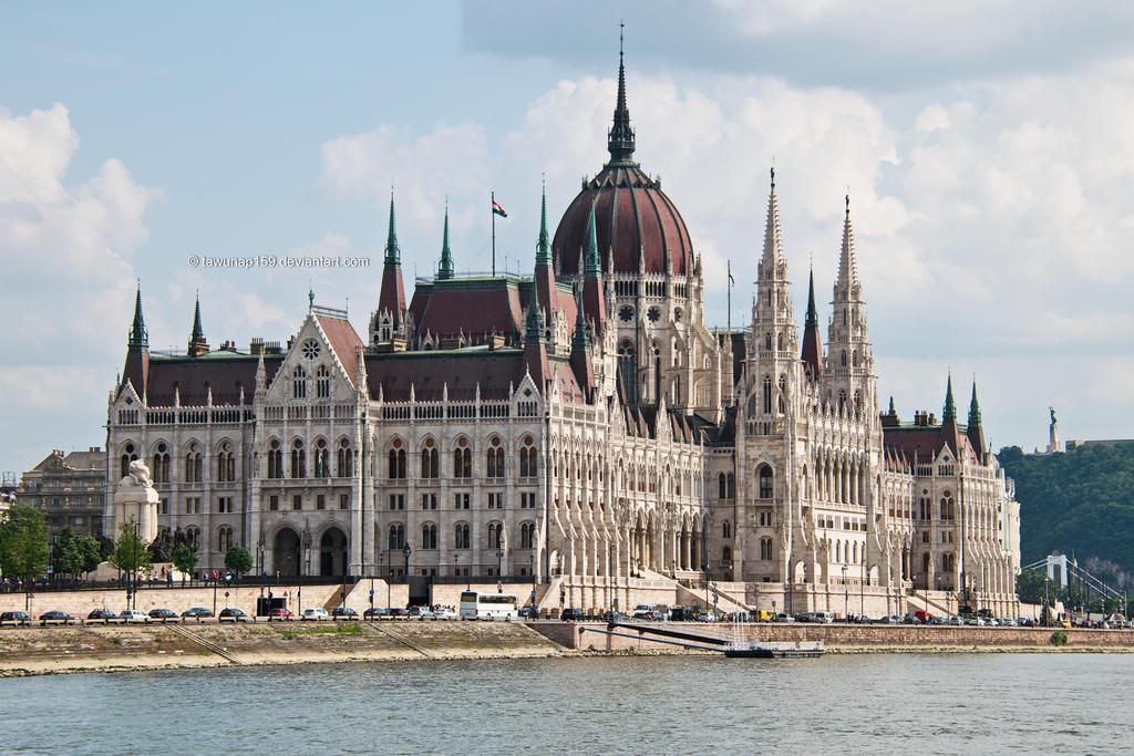 Hungarian Parliament by tawunap159