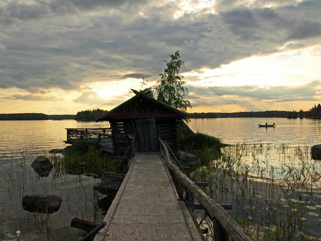 Abandoned hut by MissTanuki