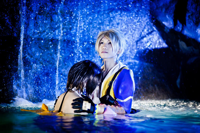 Yuna And Tidus In The Water Cosplay