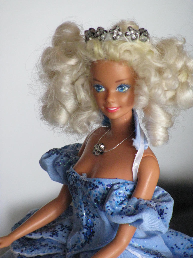 Glinda Barbie Doll by Turmalin