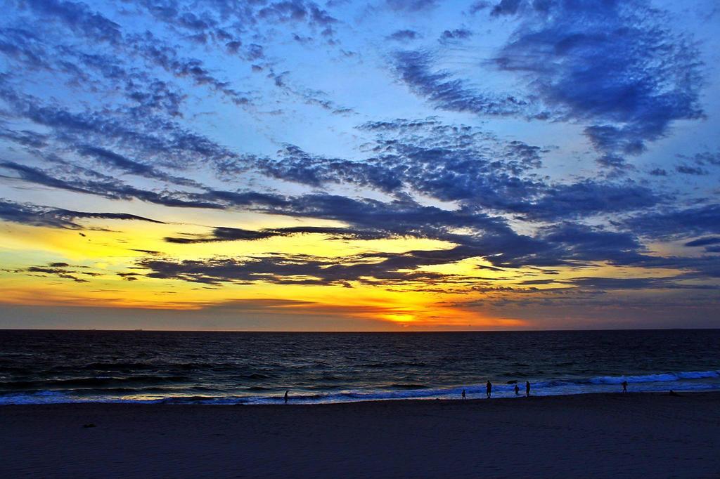 Limit of an Endless Ocean by breezin-horizons