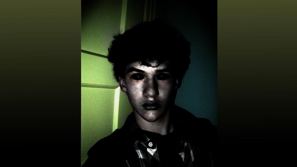 h3video1RavenShadow Spooky Selfportrait