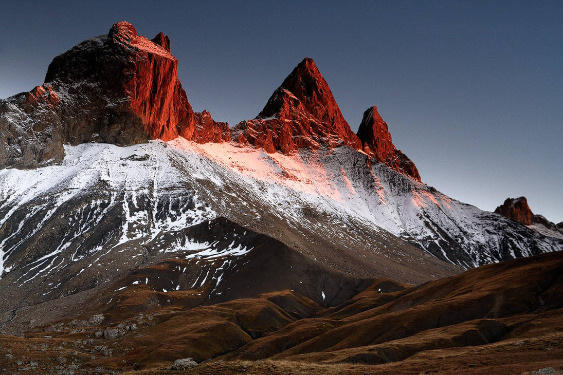Arves Peaks in Red by ZeSly