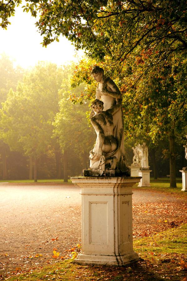 Statue in beautiful sunlight by Roman89