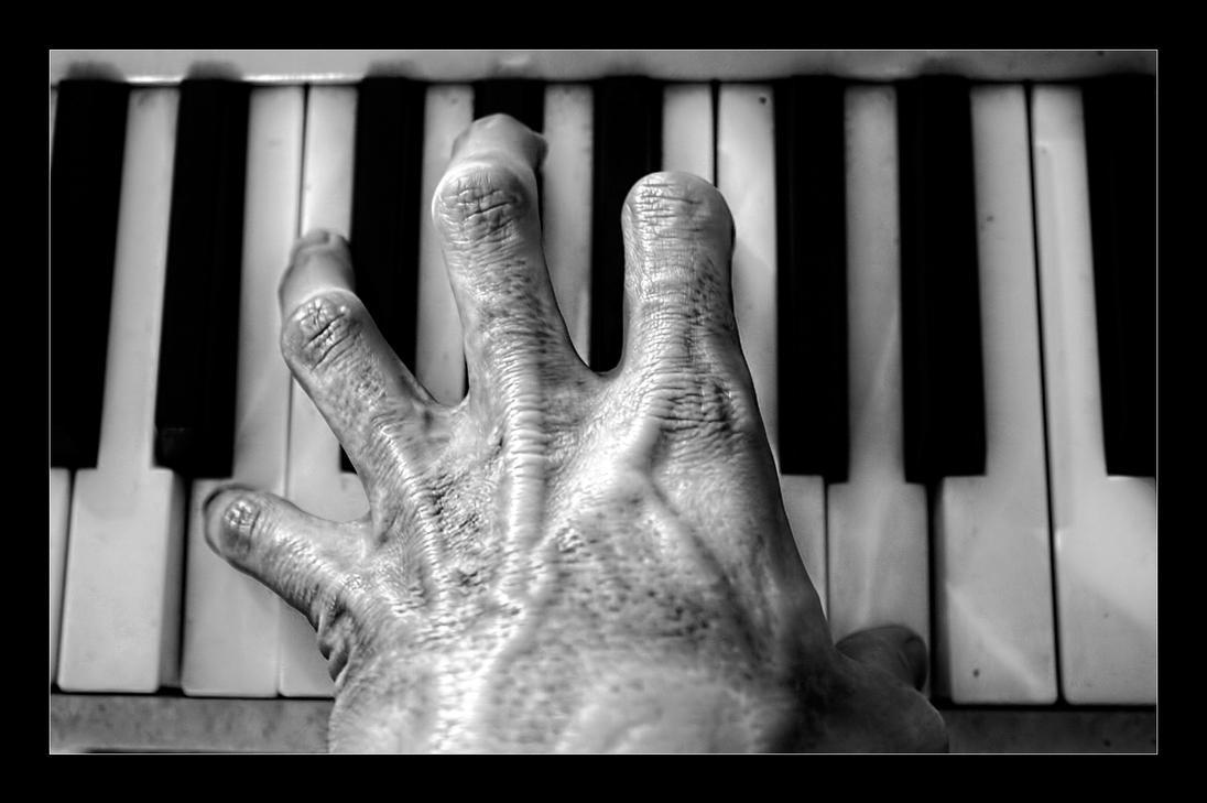 Piano Hand by joelht74 on DeviantArt