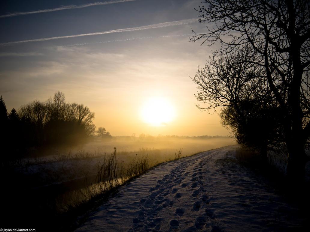 snowy_sunset_by_jlryan-d4osli4.jpg