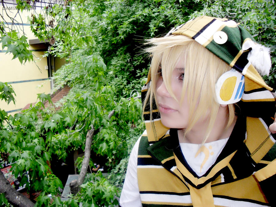 Vocaloid Cosplay Photo Contest - #7 Damian Nada by miccostumes