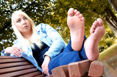 Vivi's gorgeous soles of the feet 54 HD by FOOTive