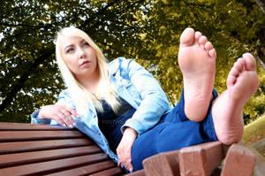 Vivi's gorgeous soles of the feet 53 HD