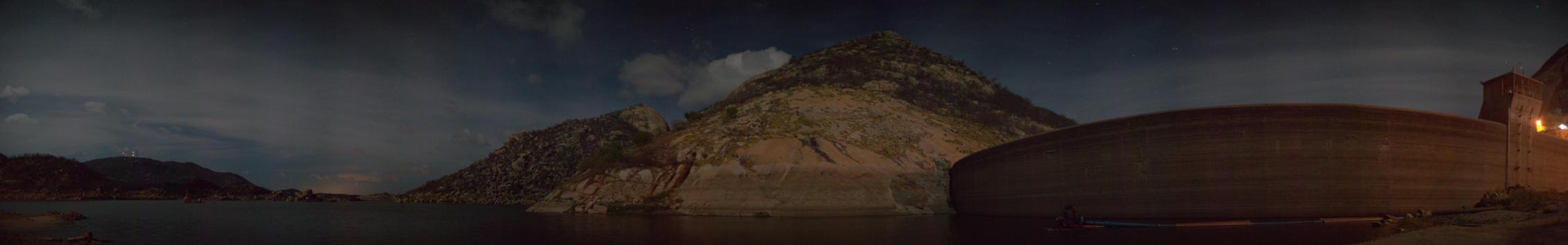 Gargalheira's Dam at night by YOWYO