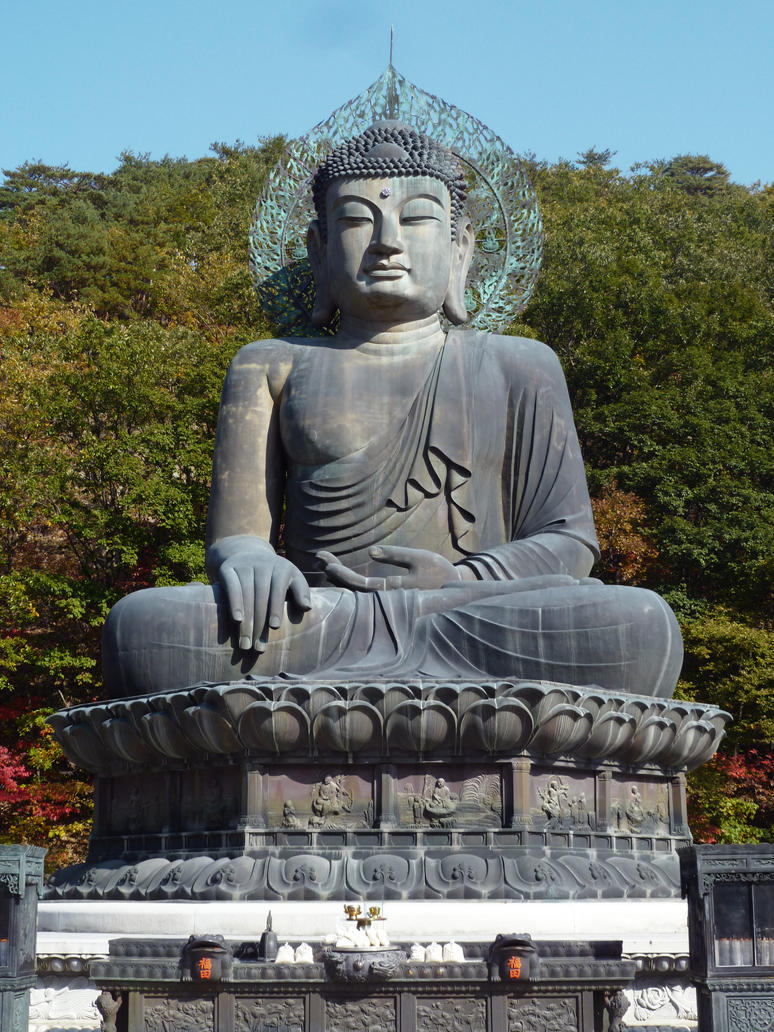 Giant seated bronze Buddha by Aiseant