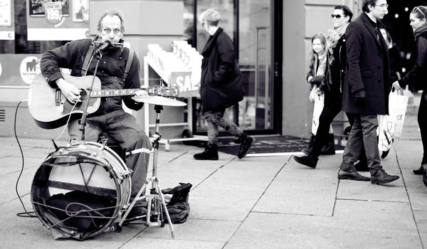 The One-man band by Moggen2