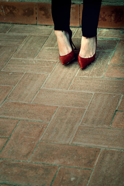 red shoes by sarinni