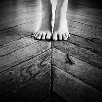Cross the line by Julie-de-Waroquier