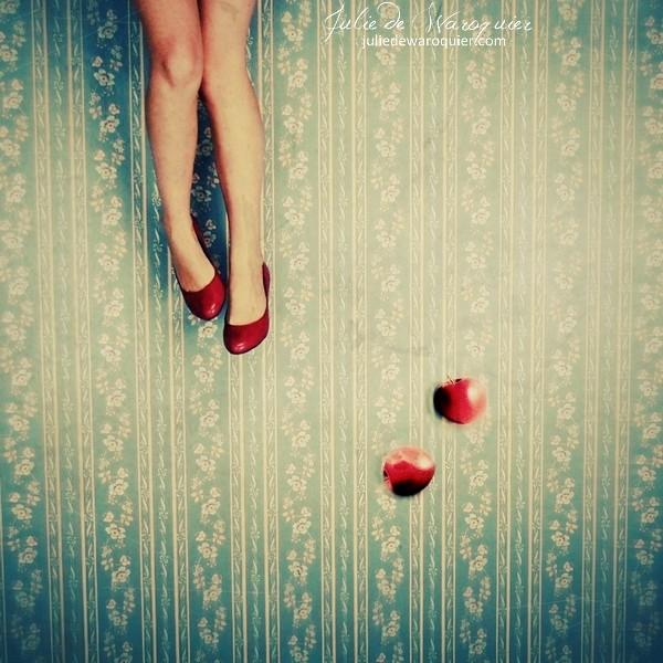 Snow White in Wonderland by Julie-de-Waroquier